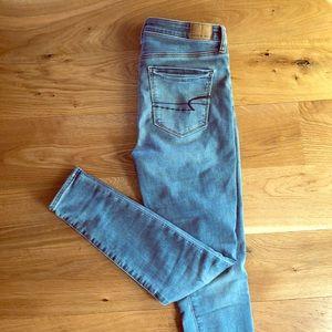 AE Super High Waist Jeans Size 6 R